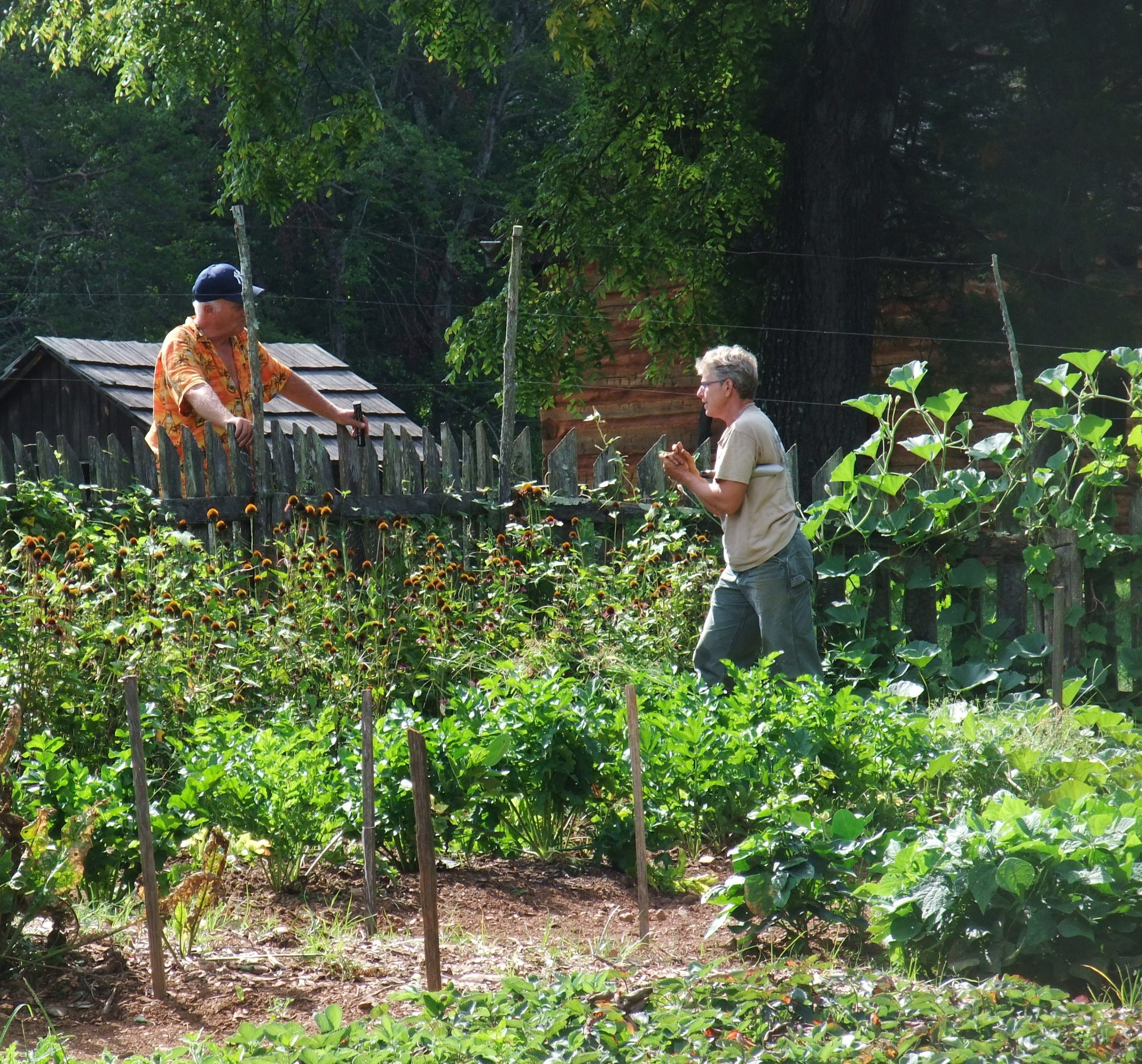Master Gardeners and Park Rangers use the garden to engage and educate the public about gardening during the Civil War .