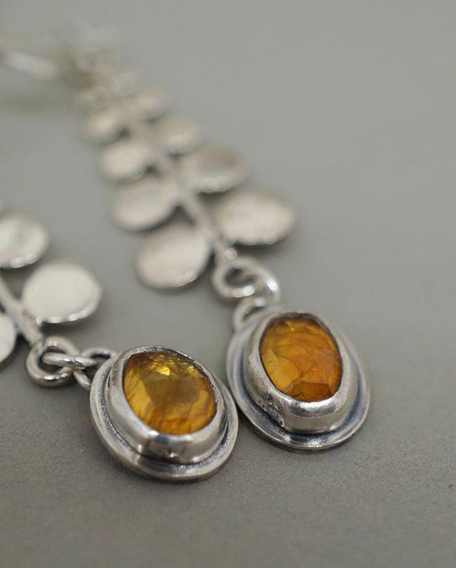 OOAK Citrine Vine Earrings. ORANGE HEART⠀⠀⠀⠀⠀⠀⠀⠀⠀ .⠀⠀⠀⠀⠀⠀⠀⠀⠀ .⠀⠀⠀⠀⠀⠀⠀⠀⠀ .⠀⠀⠀⠀⠀⠀⠀⠀⠀ .⠀⠀⠀⠀⠀⠀⠀⠀⠀ .⠀⠀⠀⠀⠀⠀⠀⠀⠀ #jewelry #shoplocalmn #womanowned #instajewelry #handmadejewelry #jewelrymaking #femalebusinessowner #smallbusiness #jewelrygifts #ringsofinstagram #silverjewelry #silverjewelrydesign #ringstack #messagejewelry #casketartsbuilding #casketarts #nempls #northeastmpls #mnartists #mpls #mplsartist #mnjewelrystudio #earrings #citrine #rosecutgemstone #naturalcolor