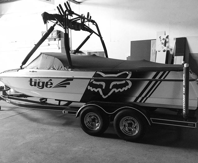 Freshened up this old gal for the summer! ☀️🌊 #1330wraps #tige #tigeboats #foxracing #summerready #wakeboarding #shredcity