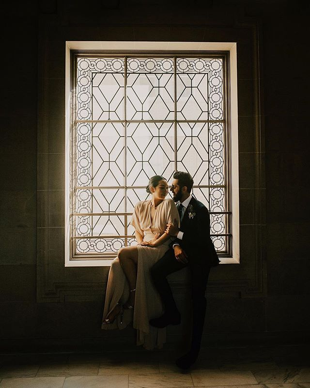 Another sneak peek from my most recent San Francisco Courthouse wedding with the English boy & the Cali girl. I'm pretty sure I could have photographed all of their formals in front of this window 🙌🏻