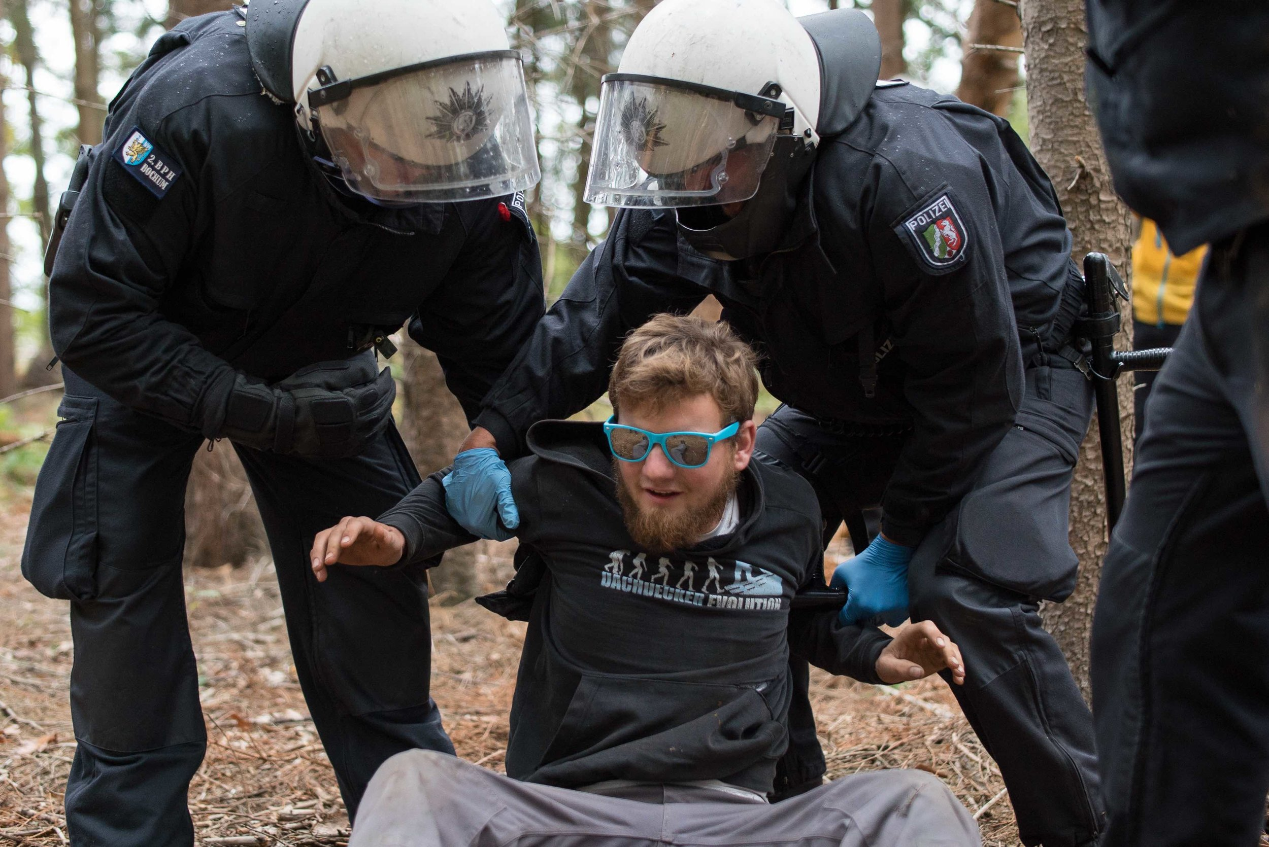 Hambi Bleibt - Photos of the protests attempting save the Hambach Forest from RWE's expanding coal mine.(Photographer, Videographer)