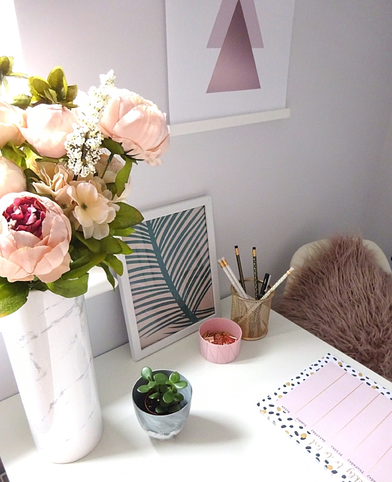 Marbled mini planter available  here , Peony Bouquet from  Hanna Halfpennie , Print from our wallpaper available  here , Weekly Planner from  Got2Jot