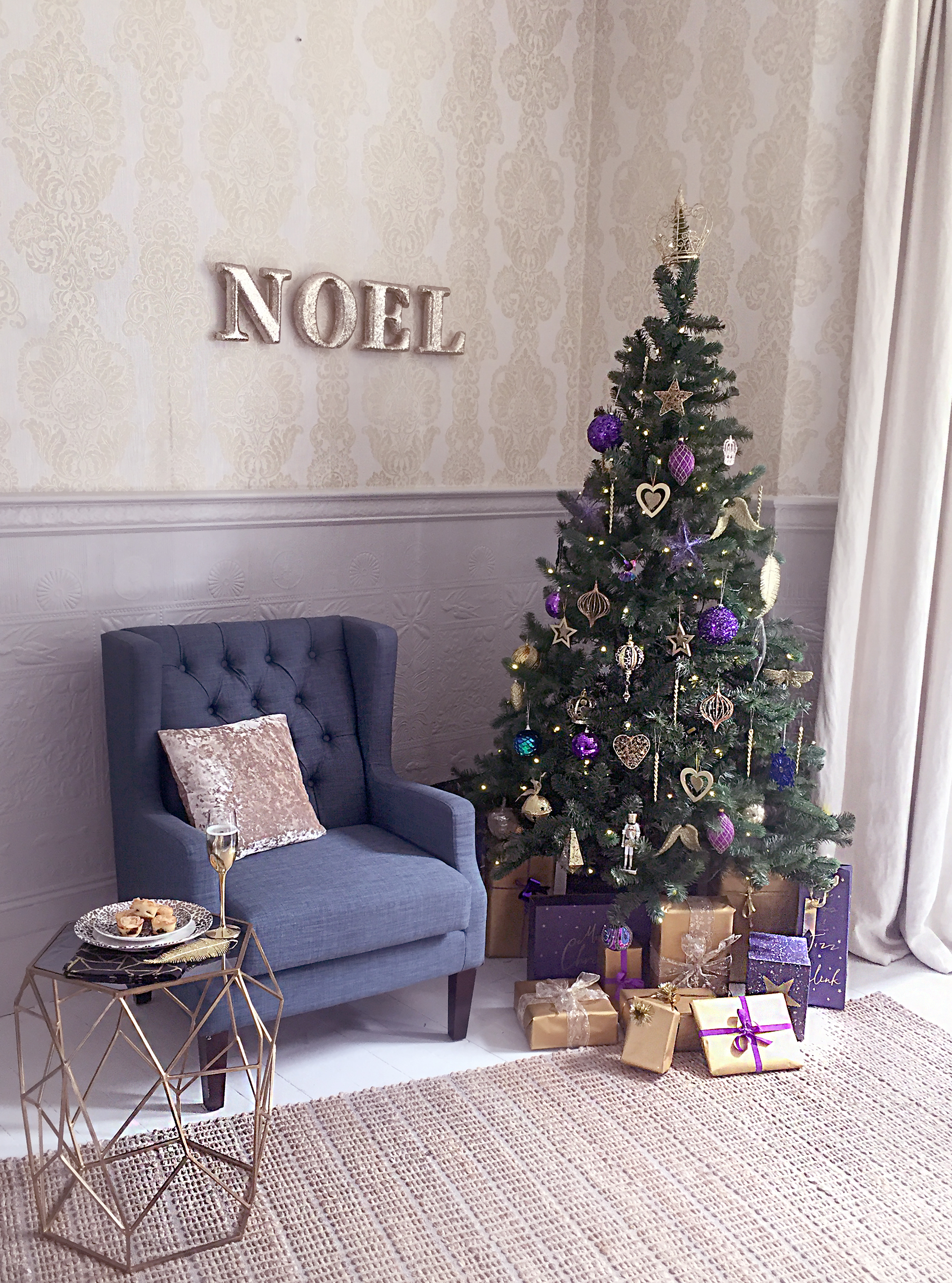The finished tree and how everything came together are on the December issue of Style at Home Magazine (the issue is out now!)