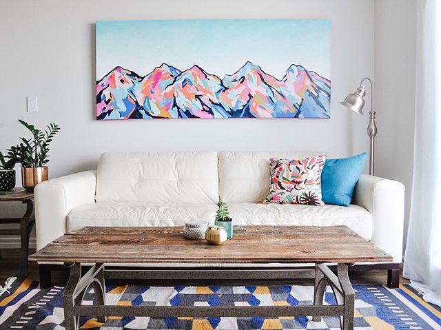 I love a great home transformation! :) This custom painting (30x72 inches) was created for a client working with the talented @kierstindesigns. The before/afters are pretty amazing. You can see it all on her blog - the link is in her profile. ❤️