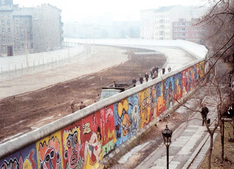 The Berlin Wall in 1986