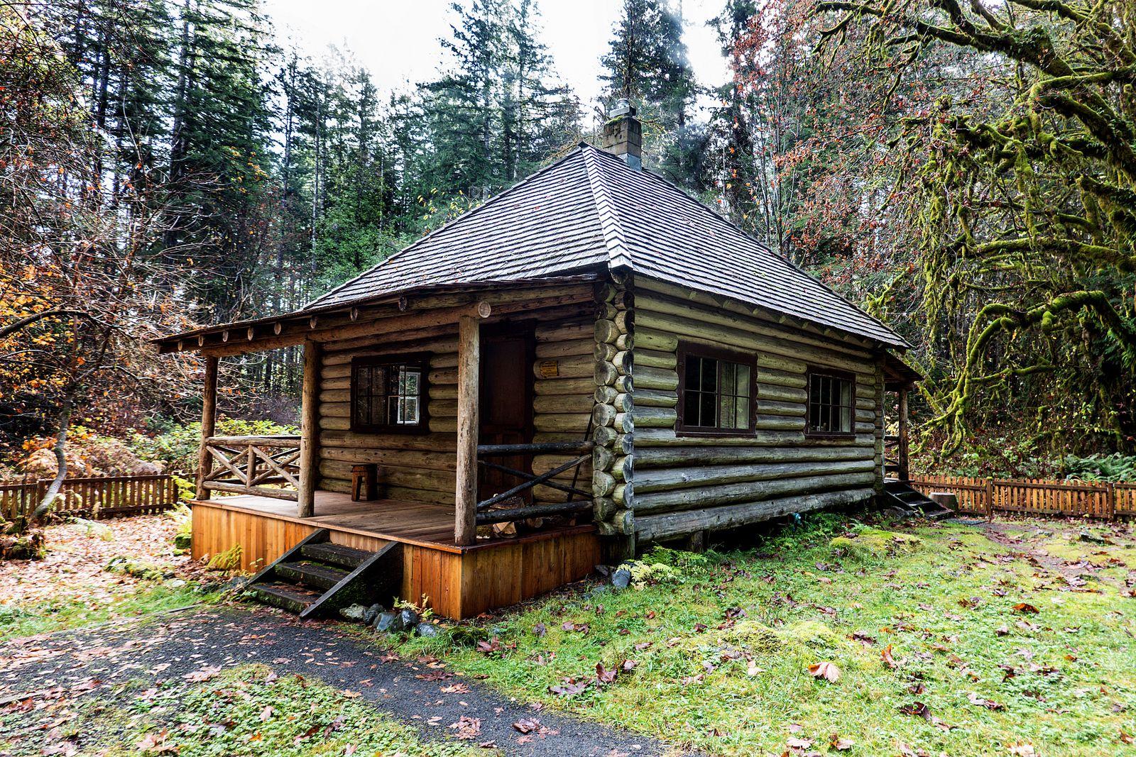 Park Service rental cabin on the way to Murhut Falls