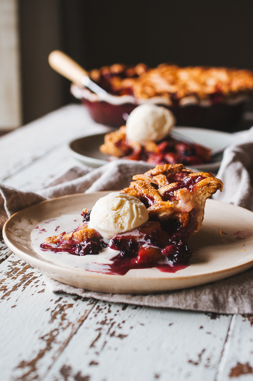 Peach blackberry pie 11.jpg