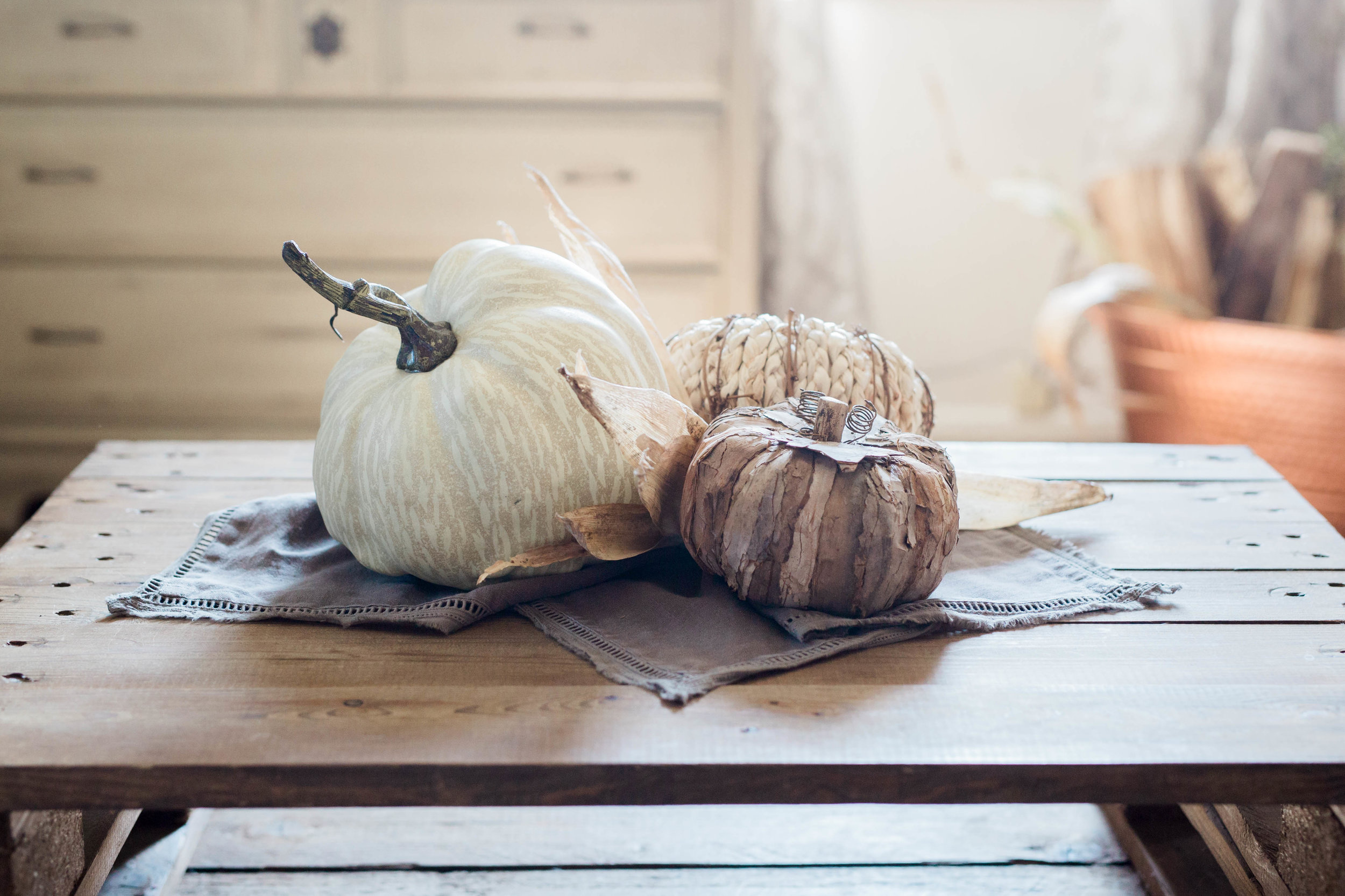 fall_farmhouse_decor_pumpkin_centerpiece