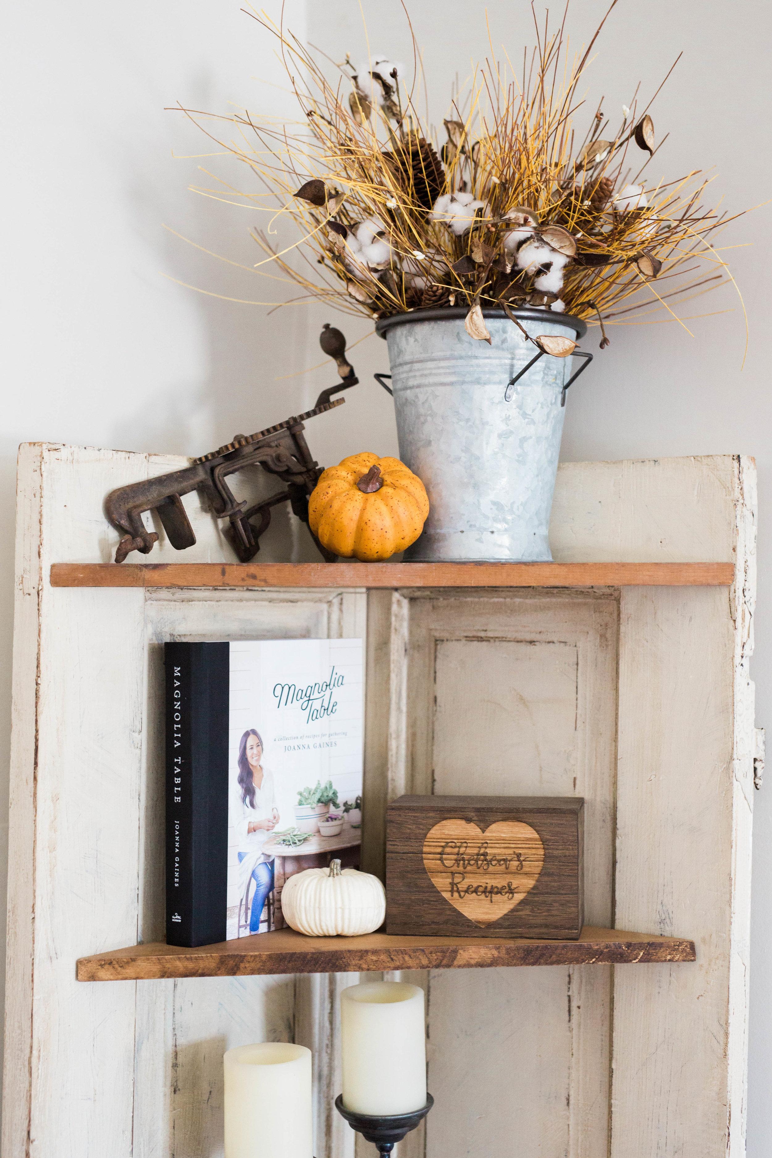 fall_farmhouse_decor_apple_peeler