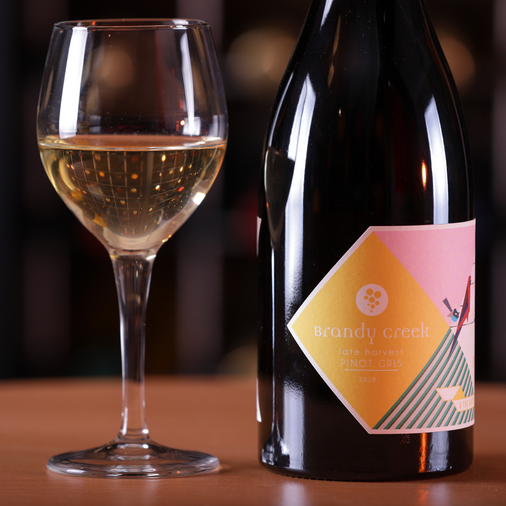 2018-Late Harvest Pinot Gris - Kept on the vines till late. Aged in used barrel for 6 months before bottling. A luscious full flavoured wine, bursting flavours of ripe juicy pears, smothered in sweet, fragrant honey & hazelnut. Lovely long flavours. Nicely balanced with sweetness and refreshing acidity.