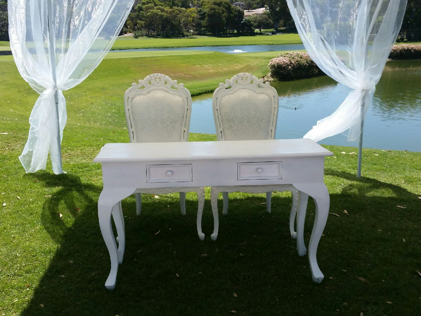Siging table & chairs.jpg