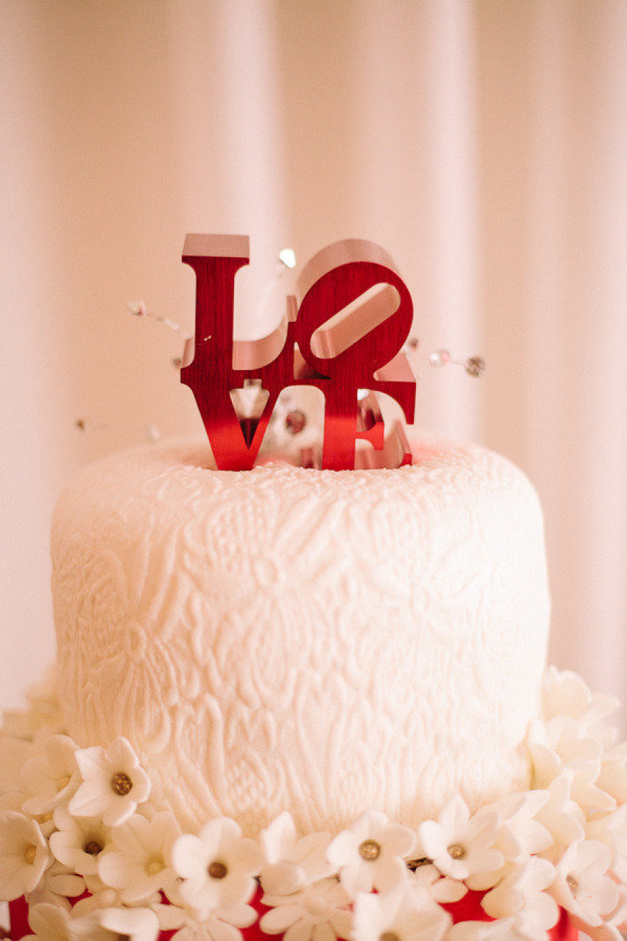 Ahhh…LOVEly! This is a simple, yet elegant wedding cake idea!    - Kimberly