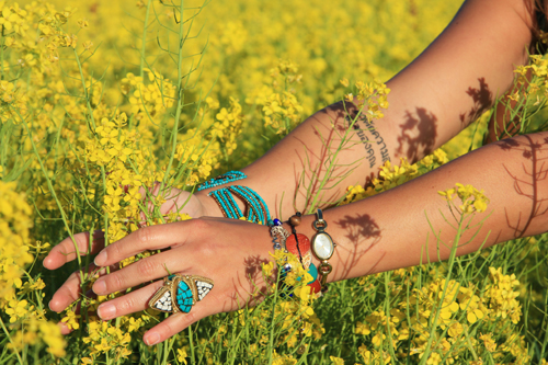 dalia-ceja-mustard-flowers-napa-valley-close-up