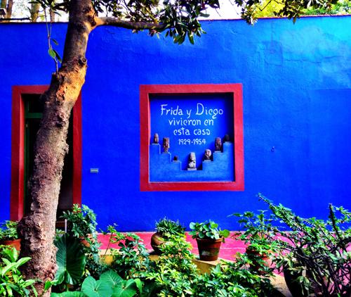 La Casa Azul. Inside her home patio