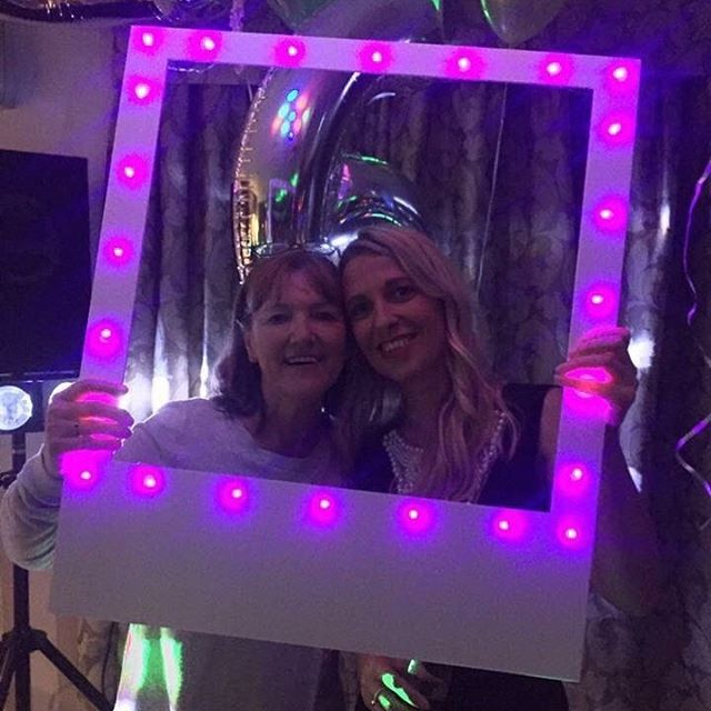 Light up selfie frames! (£39) White, pink, purple, blue or multi-coloured lights. The choice is yours! #selfie #selfieframe #lightupselfieframe #lightupframes