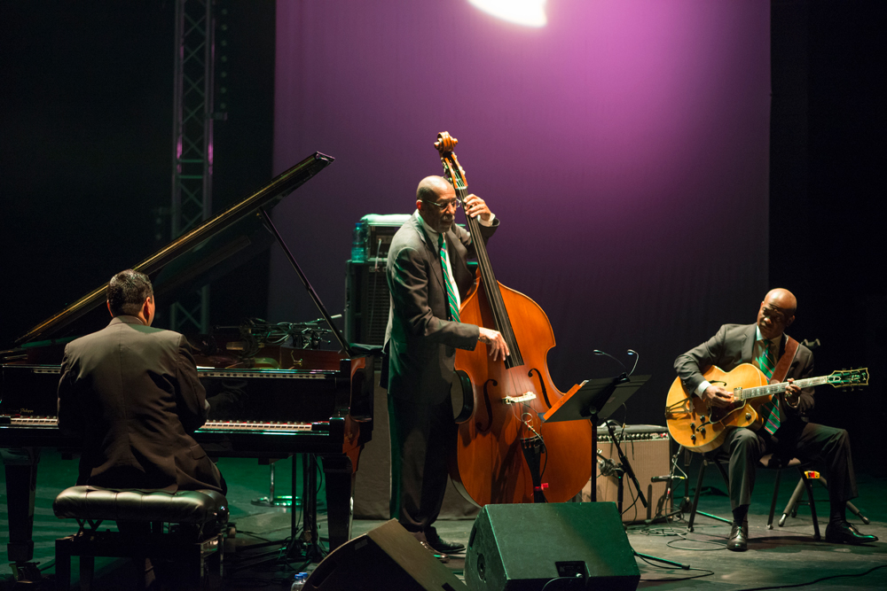 Donald Vega, Ron Carter, Russel Malone photo : Claude Periez
