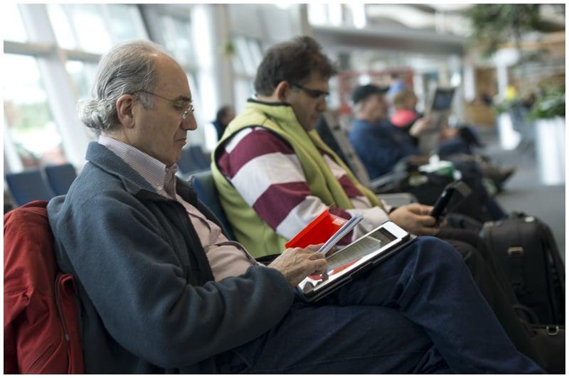 Nous nous effondrons dans une banquette d'aéroport pour vous écrire ces bonnes nouvelles (Photo: Vincent Éthier)