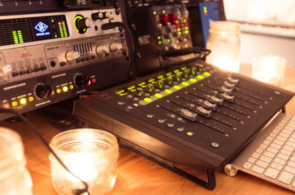 Travis Ball Control Desk