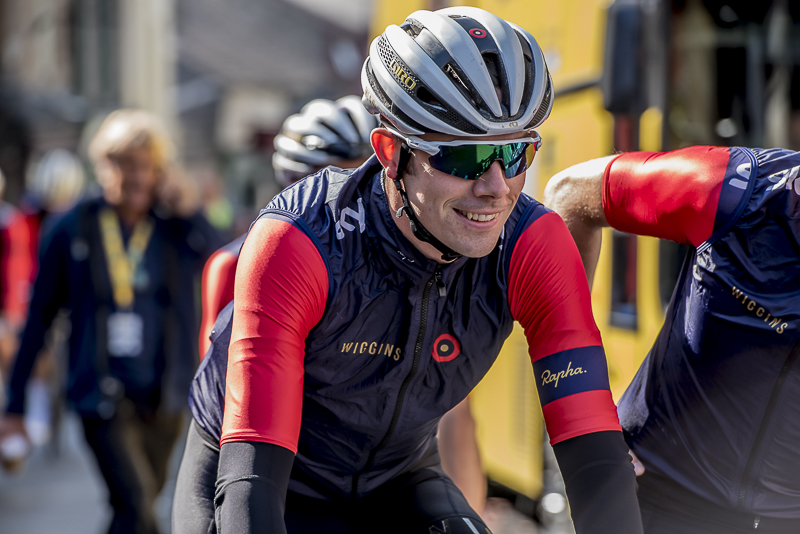 Andy goes to sign on at Round 2 – Clitheroe – ToB 2015 © Crankphoto