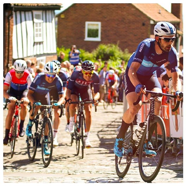 Tomorrow brings the 2nd round of the Premier calander series, Lincoln GP which is my favourite of the series by far. Last year I finished 2nd so hoping the the legs are ready for another stab.  Next week will be a busy week with a fair bit of travel. The tour series takes us North to Scotland  for the next 3 rounds. 📷@garymainphotographer . . . . .  #Canyon #Eisberg #Lambandwatt #premiercalendar #Hunt #Sidi #dhb #Bloorhomes #Kask #nationalseries #cycling #bikeracing #lyrca #aero #professionalathlete #bikelife #roadracing #cyclingimages #race