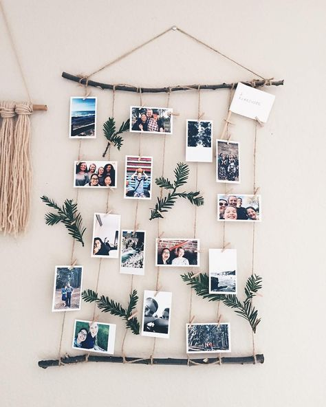 Préparez Noël et disposez vos photos sur un mobile léger composé de branchage et de ficelle naturelle.