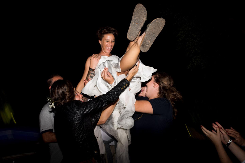 alegria y fiesta durante la boda
