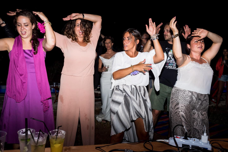 fotografia-festa-matrimonio-allegria-divertimento-ballidigruppo