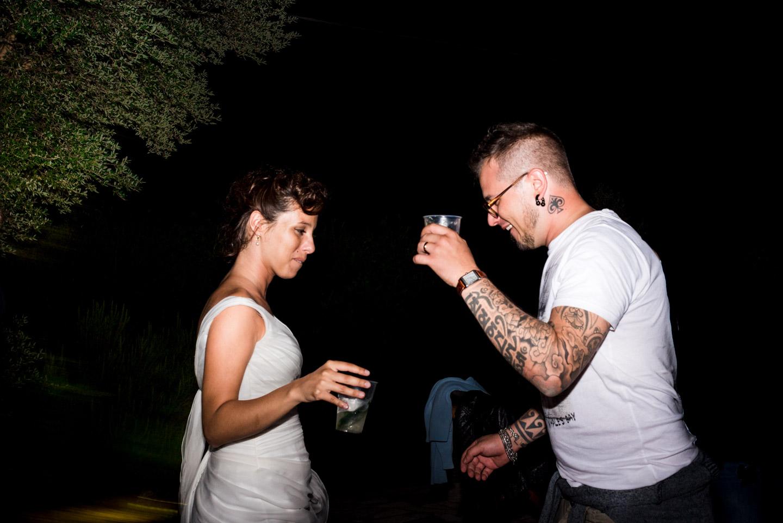 fotografia-festa-matrimonio-allegria-divertimento-sposi-ballo-amore