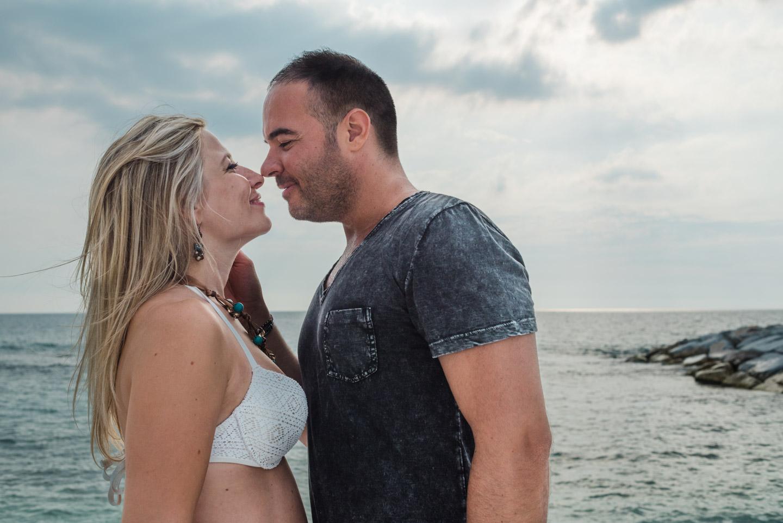 bacio-tenerezza-amore-coppia-ragazzi-marina_di_pisa