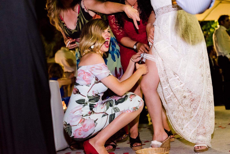 giarrettiera-sposa-divertimento-allegria-risate