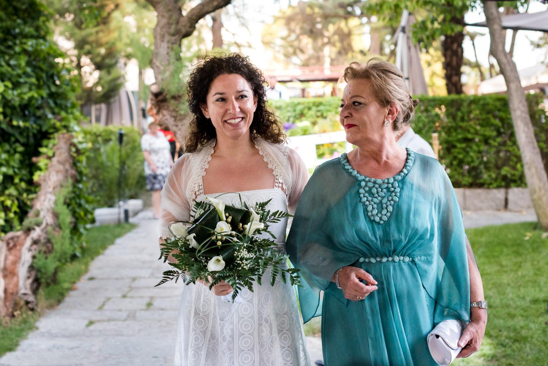 llegada-novia-mama-sonrisa-emocion