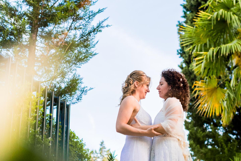 elegancia-romantico-novias-abrazo