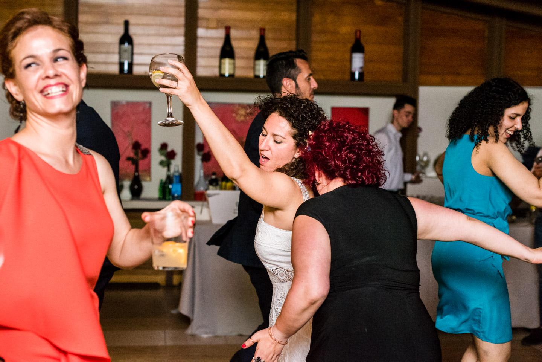 baile-fiesta-novia-amiga