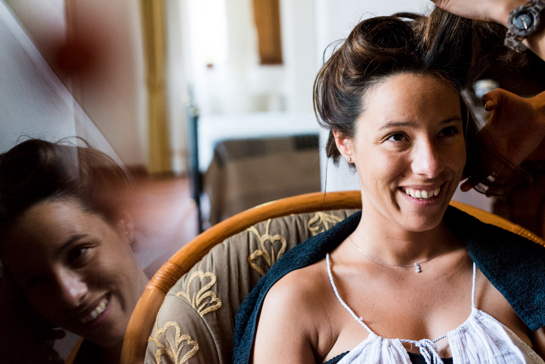 preparativos-novia-sonrisa-reflejo-peinado
