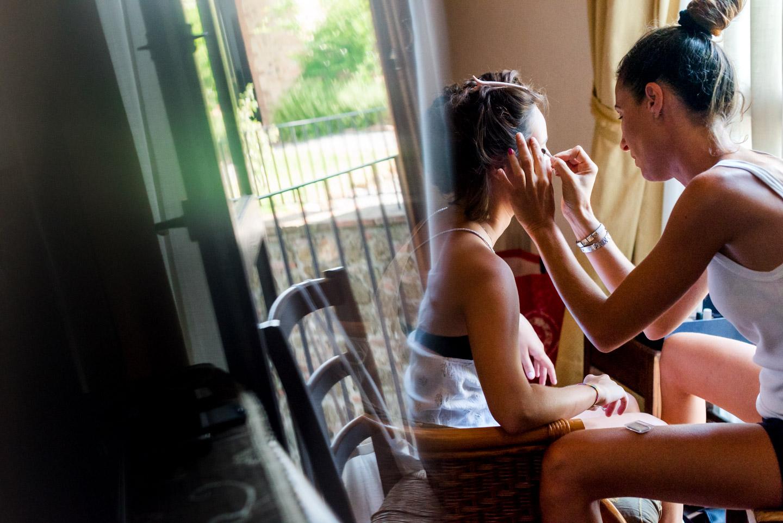 preparativos-maquillaje-novia-ventana