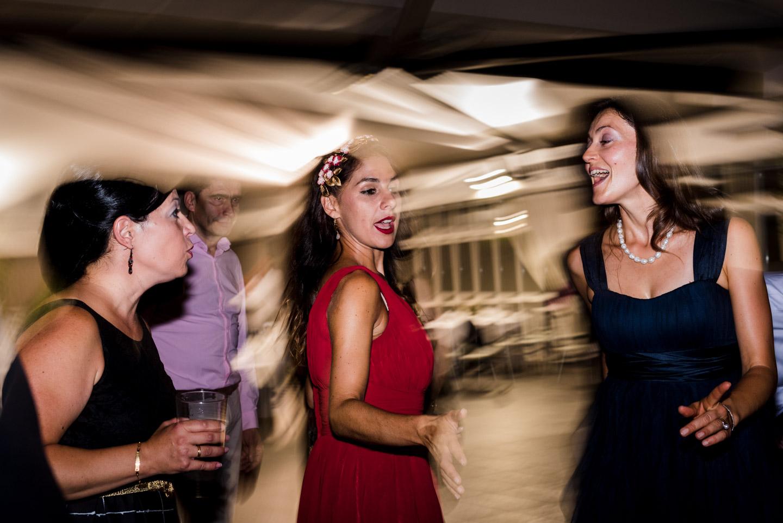 baile-invitados-amigos-bailar-divertirse