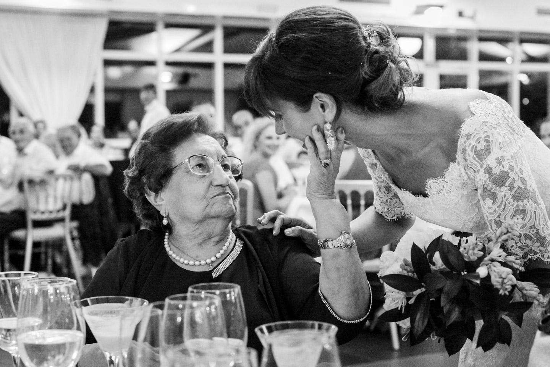 nonna-sposa-carezza-affetto-bianco_e_nero