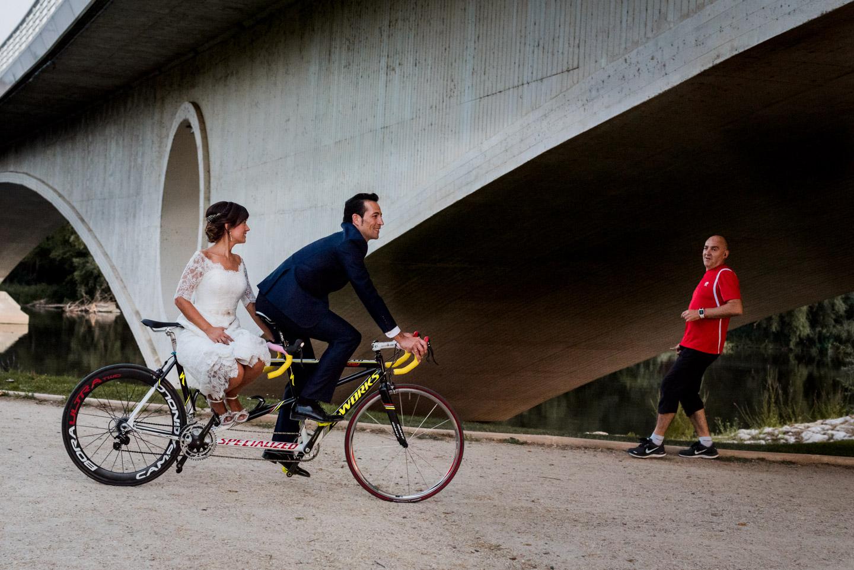 tandem-bicicletta-sposi-felicità