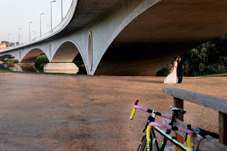 puente-bicicleta-tandem-beso-amor-novios