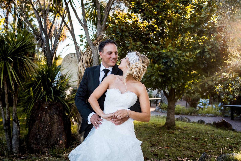 abbraccio-sposi-sguardo-amore