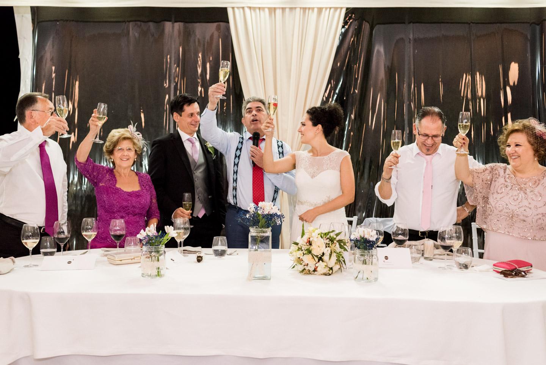 brindisi-festeggiamento-sposi-famiglie