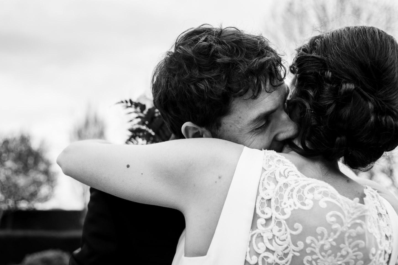bacio-sposi-bianco_e_nero