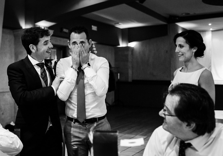 amici-sposi-lacrime-sentimenti-bianco_e_nero