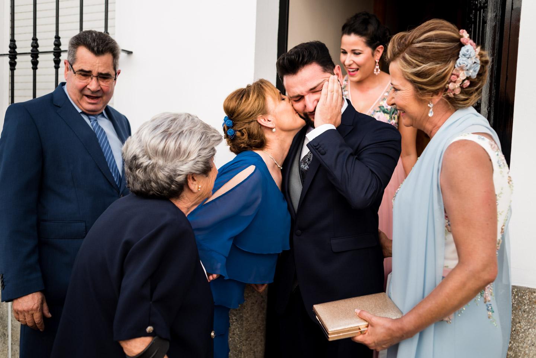 el novio se emociona viendo a su abuela