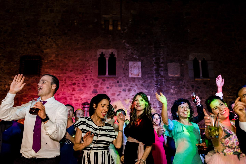festa e ballo durante il matrimonio