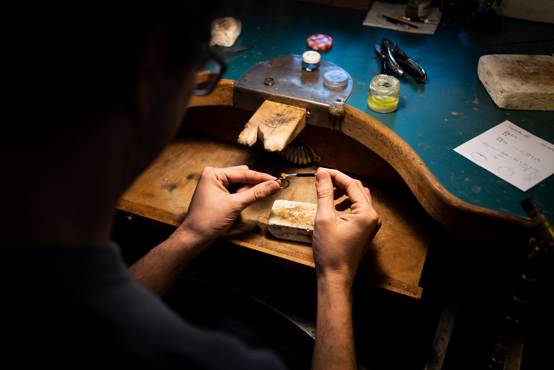 aplicando la soldadura al anillo