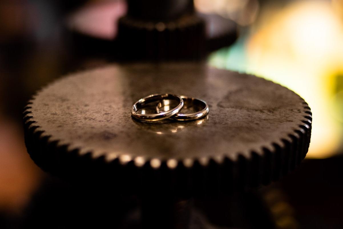 il risultato finale degli anelli nuziali fatti a mano