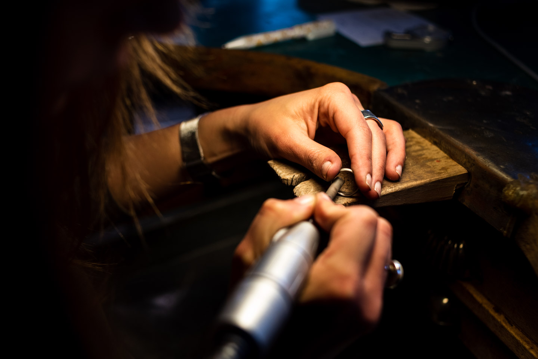 limando l'anello nuziale