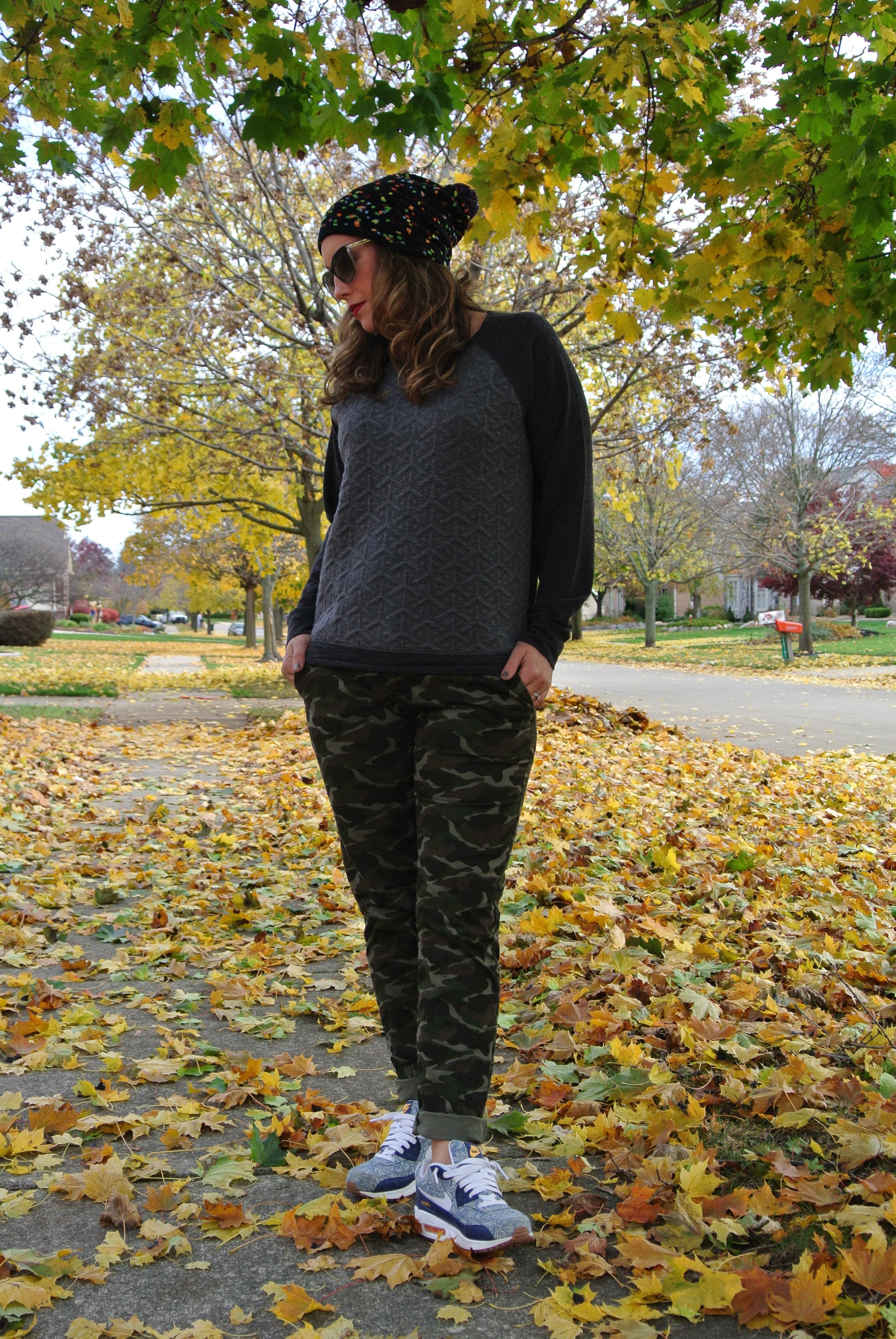 camo pants with red lips
