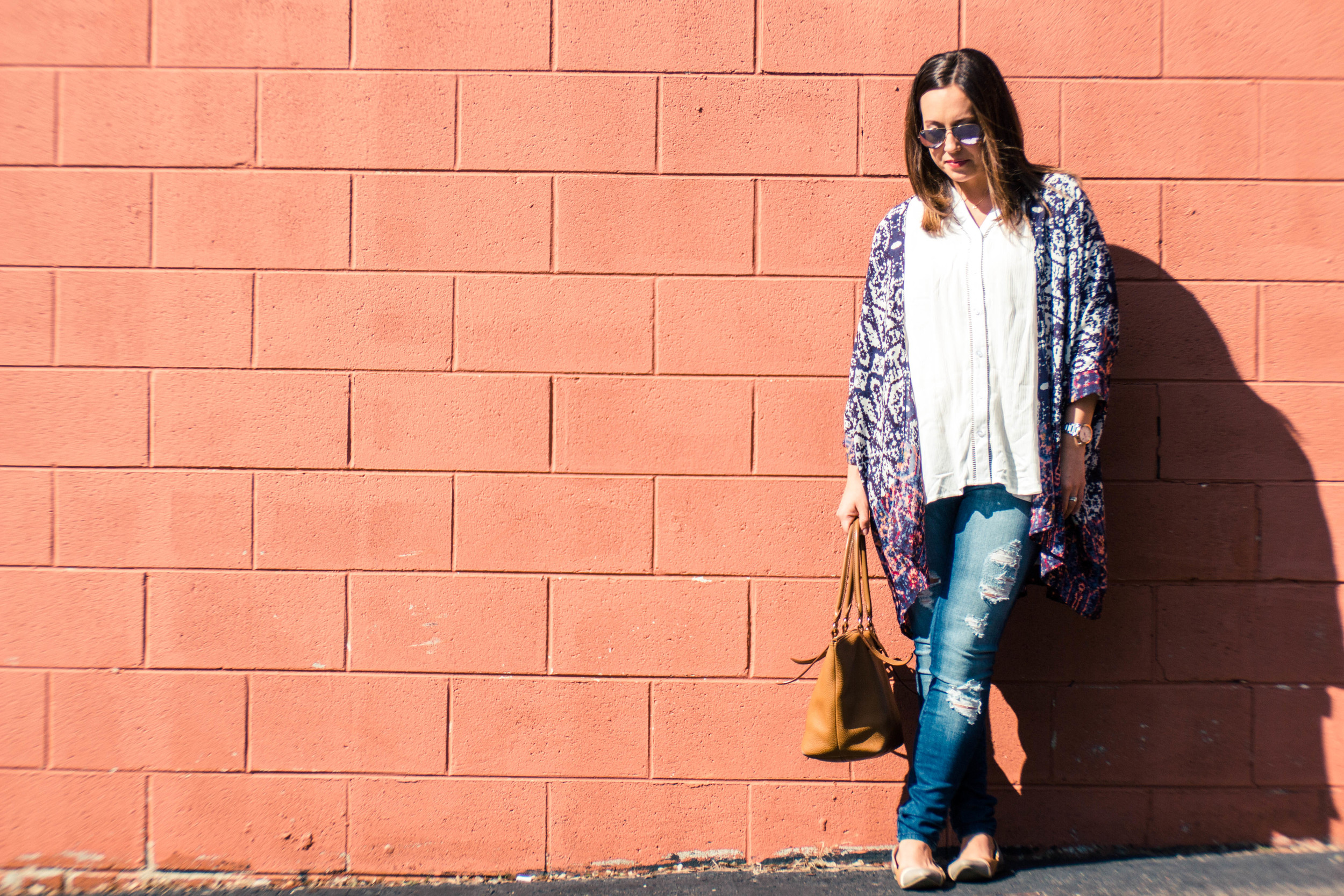 pink blush, abstract kimono, long cardigan, spring looks, white blouse, ripped skinny jeans, skinny jeans and flats, nude flats, the perfect brown leather bag, brown leather purse,